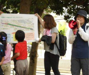 閉会式で、区政推進課東さんがHRGプロジェクトの説明