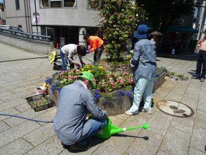 シンボル花壇の植え付けの続き