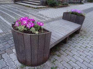 駅前花壇やベンチ花壇の植え替え4