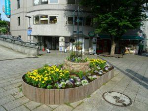5月に「太陽の子供たち」花壇を作りました