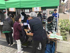飯島先生も参加し、地域の方に説明