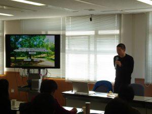 学生の佐藤さんから緑地環境の意識構造調査の発表
