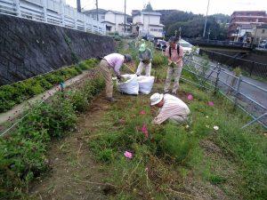 住民メンバーによる鍛冶橋側の整備