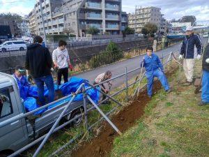 土の搬入作業