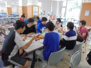 学生は食欲旺盛