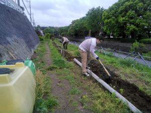 花壇を耕しました