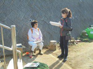 アイフェイオンの説明をする井上先生は仲町台で園芸生産、ガーデニング講座を主宰