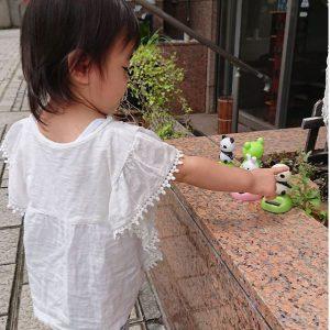 中川にある理容院の入り口に🐼🐸🐰のおもちゃがあって子供達に大人気✨うちの娘も前を通る度に声を出して喜んでる!