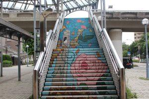 歩道橋の階段の絵