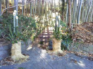 烏山公園入り口に立てられた門松