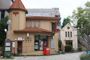 駅前の郵便局と交番